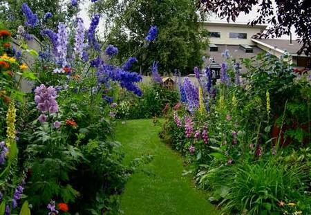 How to Design a Sloping Garden  Sloping Garden1