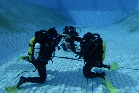 How to Practice Scuba Diving in the Pool  Scuba Diving Pool