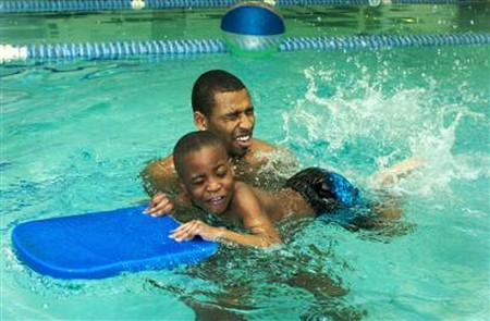 How to Teach a Child to Kick While Swimming Child to Kick