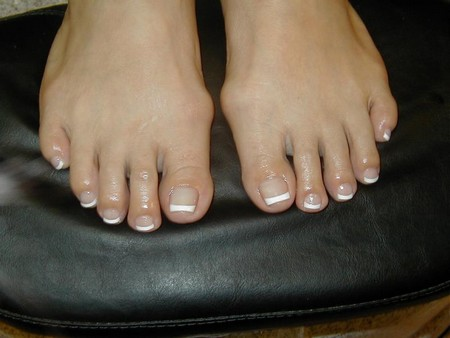 How to Give yourself a Speedy French Pedicure French pedicure
