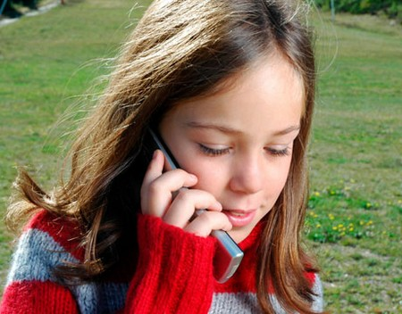 How to Choose a Cell Phone Plan for the Kids Girl Cell Phone