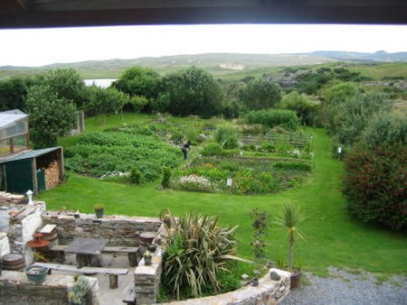 How to Make a Good Compost Heap in an Organic Garden  Organic Garden1