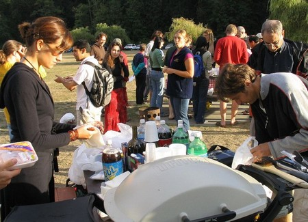 How to Organize a Potluck Barbecue with Family and Friends Potluck Barbecue