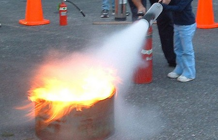 How to use a Fire Extinguisher use Fire Extingusher