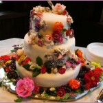 How to Make Use of Edible Flowers in Wedding Cake